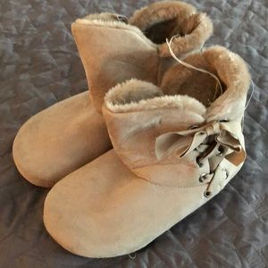 Slipper Booties size 7-8 New With Tags